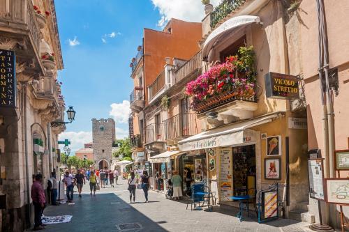 A – Tour di Taormina
